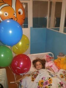 Лиза Бабаш вече е добре и се радва на балони и внимание