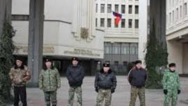 Кримски политолог: Властите в Крим защитават себе си и своите незаконни военизирани структури