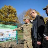 """Украинският премиер на """"Стената"""" между Украйна и Русия"""
