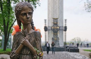 Паметника посветен на жертвите от Гладомора в Киев