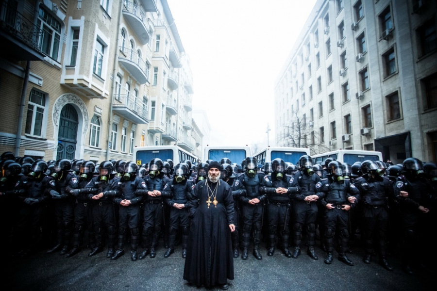 "Знаменита снимка. Свещеник на улица ""Банкова"""