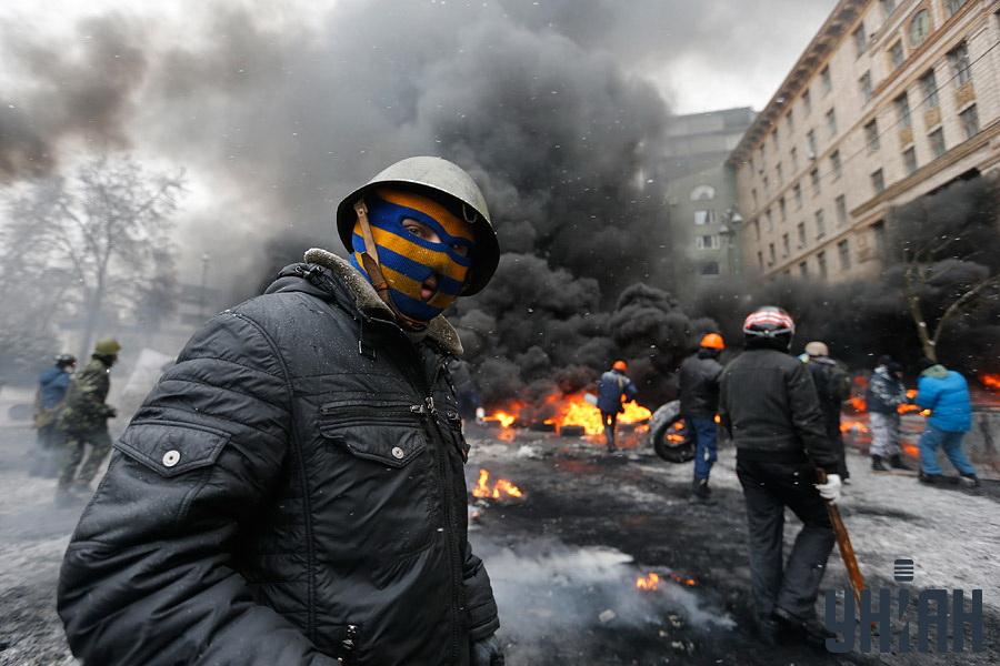 """Завеса от дим за защита от милицията на улица """"Грушевски"""""""