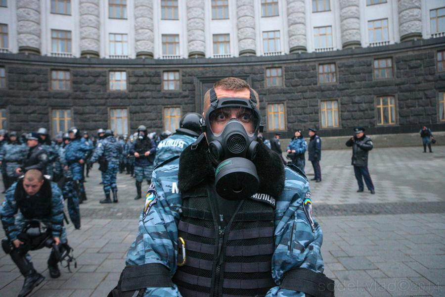 """През онези дни срещу подразделението """"Беркут"""" активистите вече използваха газ."""
