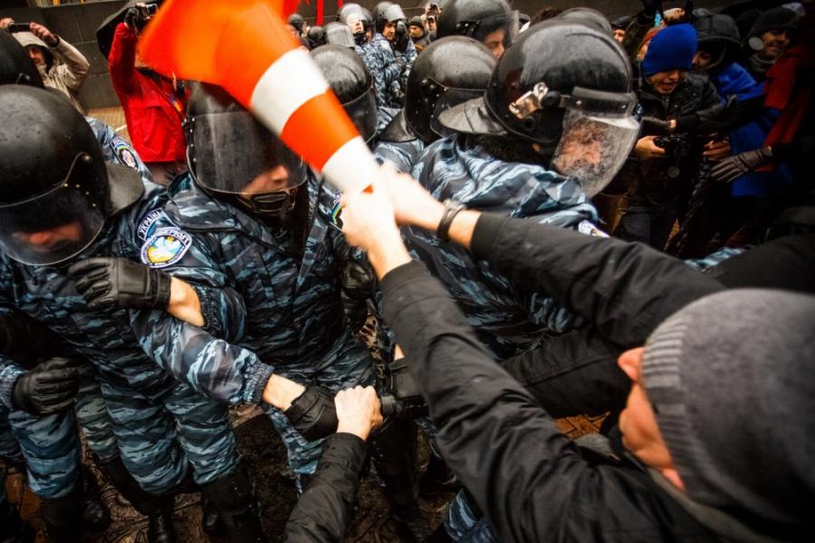Активистите още нямаха оръжие, но въпреки това имаше сериозни сблъсъци.