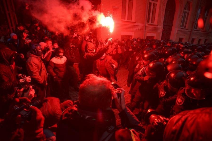 На 1 декември започнаха първите арести.