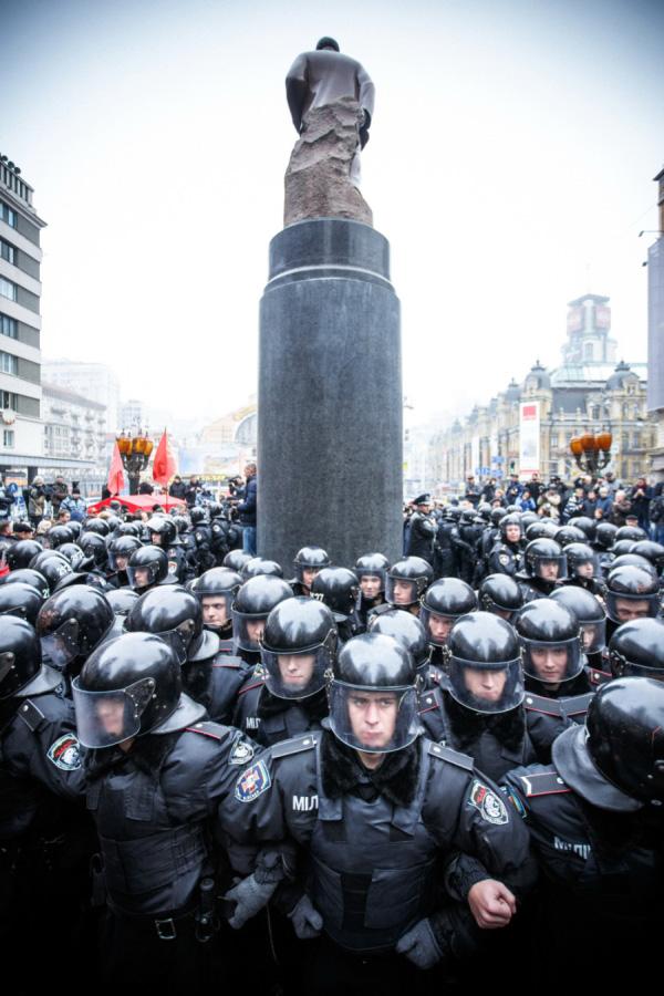 Когато започна марша на милионите, милицията защитаваше паметника на Ленин. Не народа.