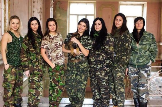 Момичета-волонтери от военната болница в Днепропетровск / Снимка: Gazeta.ua