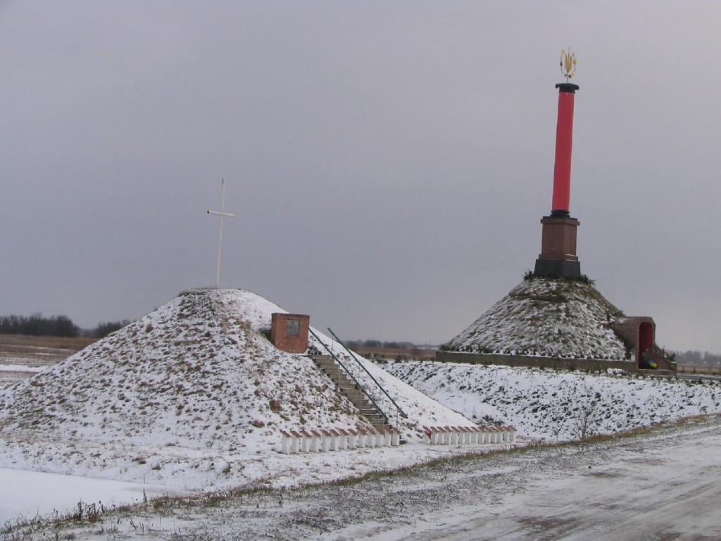 Мемориалът в памет на героите от Крути Снимка: transtour.kiev.ua