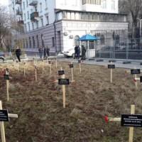Кръстове пред руското посолство в Киев