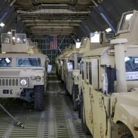 В Украйна пристигна първата партида бронирани автомобили Humvee (снимки)