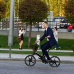 Кметът на Киев Кличко ходи на работа само с колело